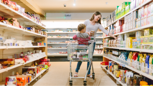 parent shopping with child
